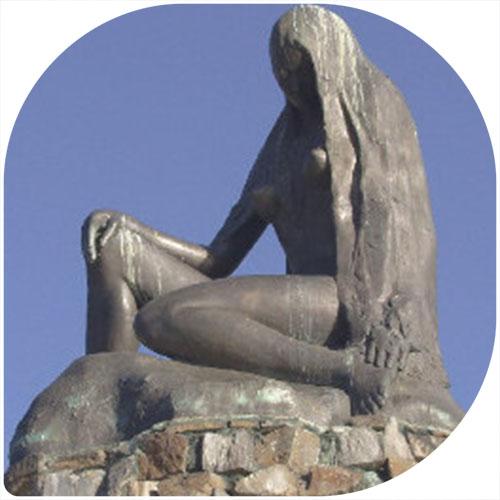 lang smal standbeeld